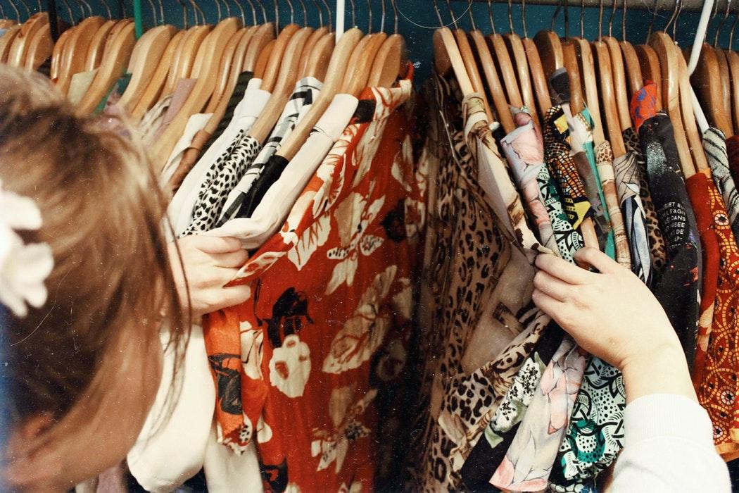 28% des Françaises ont déjà acheté des vêtements d'occasion